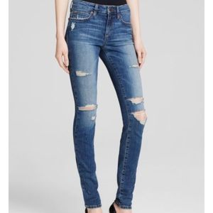 """""""The Icon Skinny"""" Mid Rise Jeans in Seneka"""